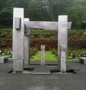 Lee Kelly sculpture